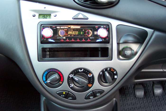 mp3 stereo to go into a mk1 focus overclockers uk forums. Black Bedroom Furniture Sets. Home Design Ideas